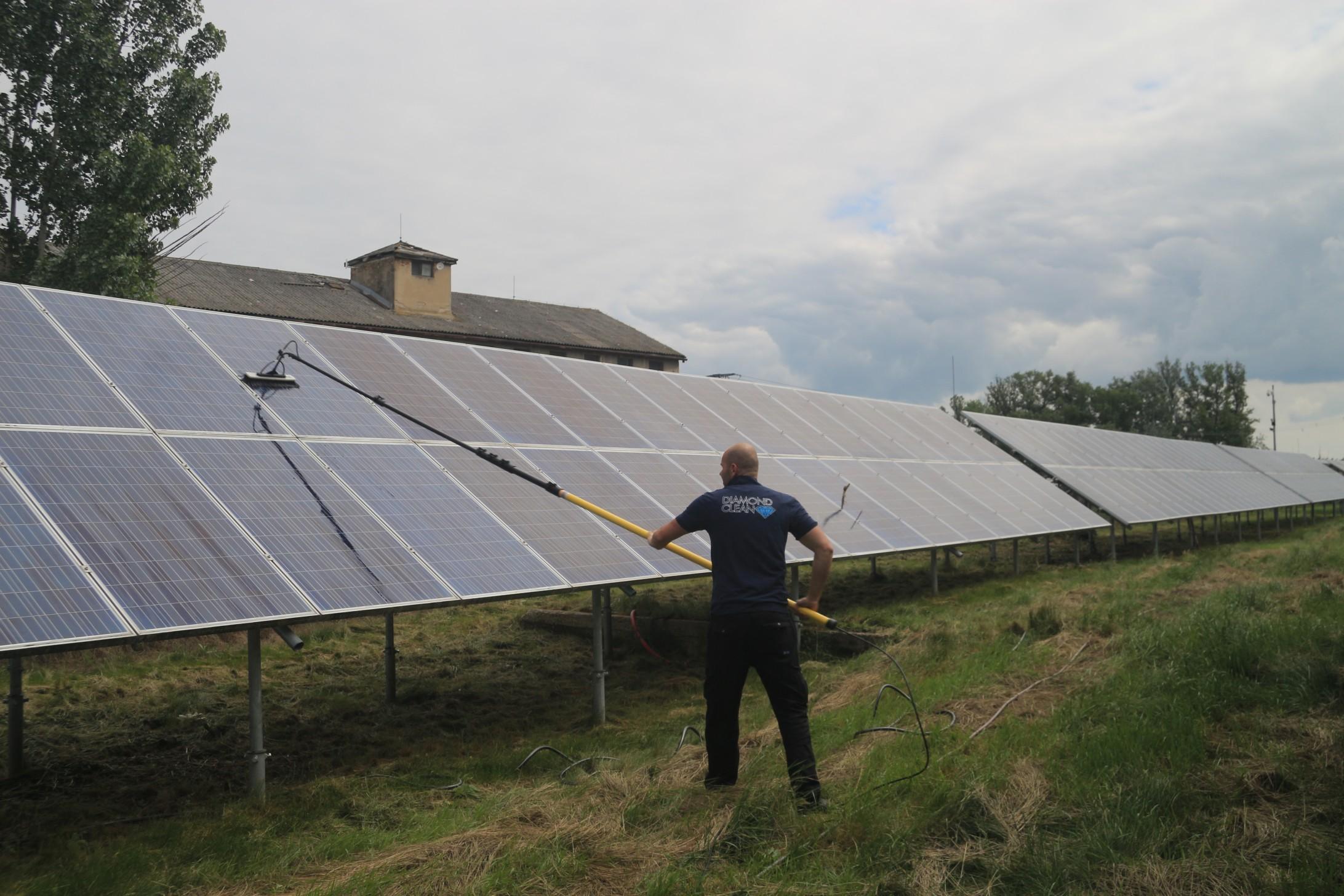 cistenie-fotovoltaickych-panelov